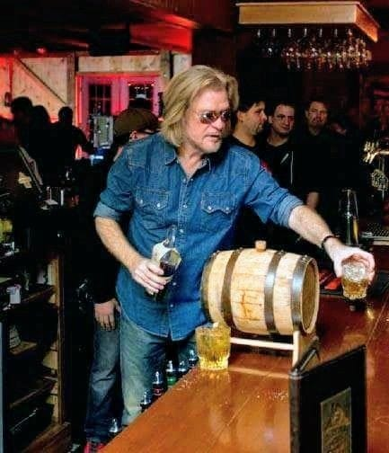 daryl hall the barman