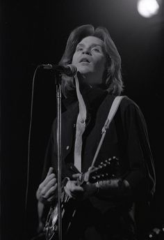 daryl hall in 1977